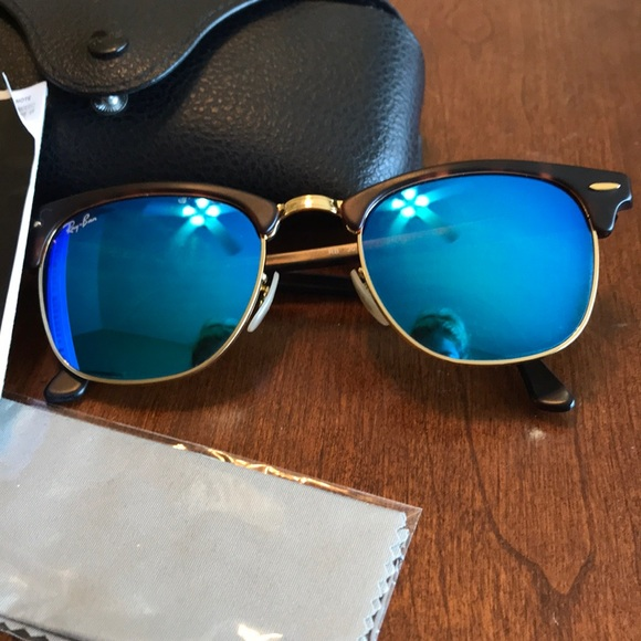3368479c8e Ray-Ban Clubmaster in Blue Mirror and Tortoise. M 5b22a42bd6dc52ed35076164